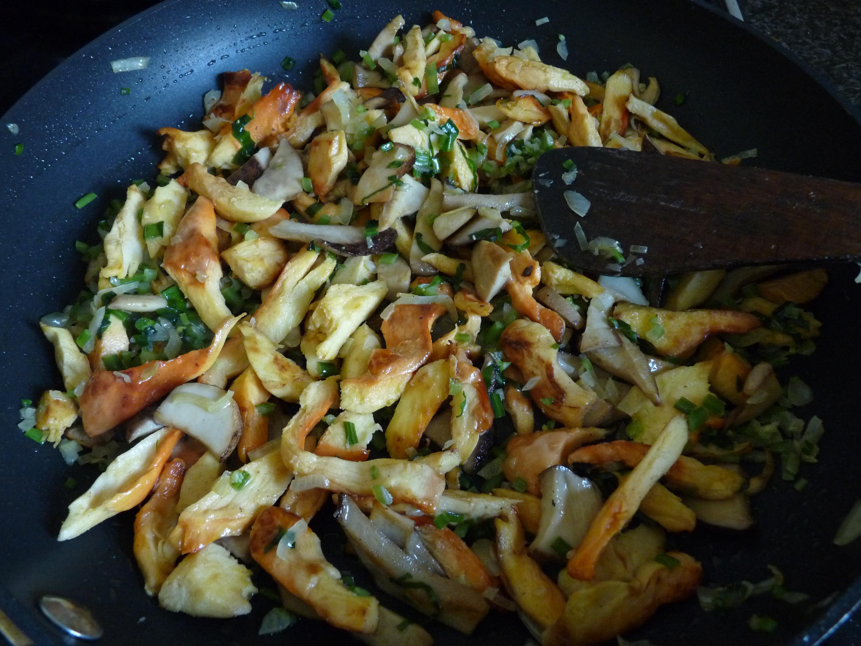 fungi and garlic in pan